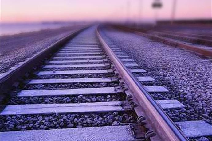 Train Tracks_-9179540983240113393
