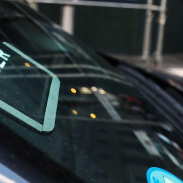 Uber sticker on a car-159532.jpg39952886