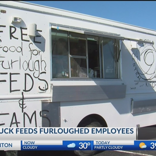 Food_Truck_Feeds_Furloughed_Employees_0_20190126004002-118809306