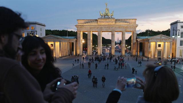 tourists at Brandenburg Gate in Berlin, Germany_1533142449756.jpg_390662_ver1.0_640_360_1552144176030.jpg.jpg